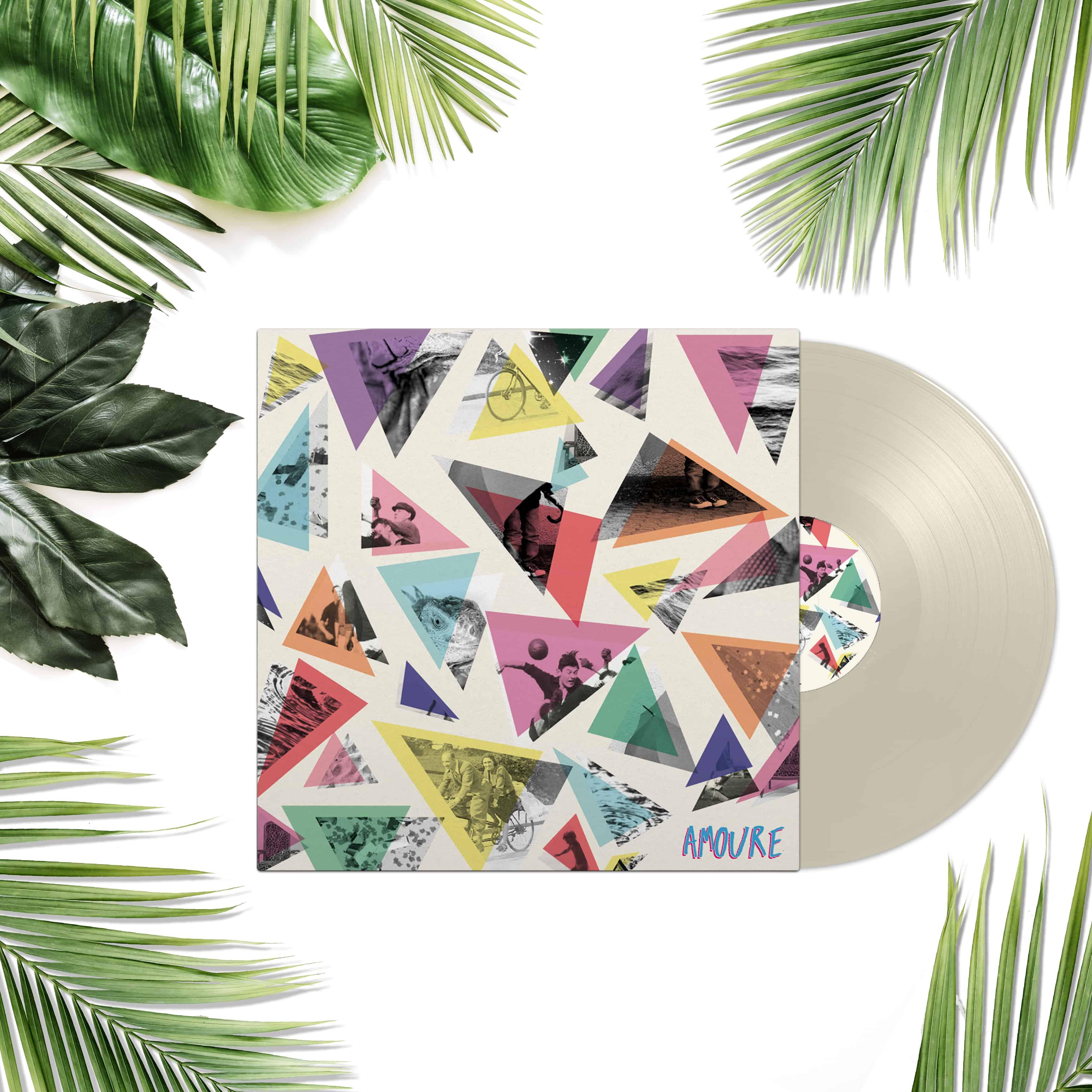 Pochette du vinyl d'Amoure formes triangulaires et photo noir et blanc